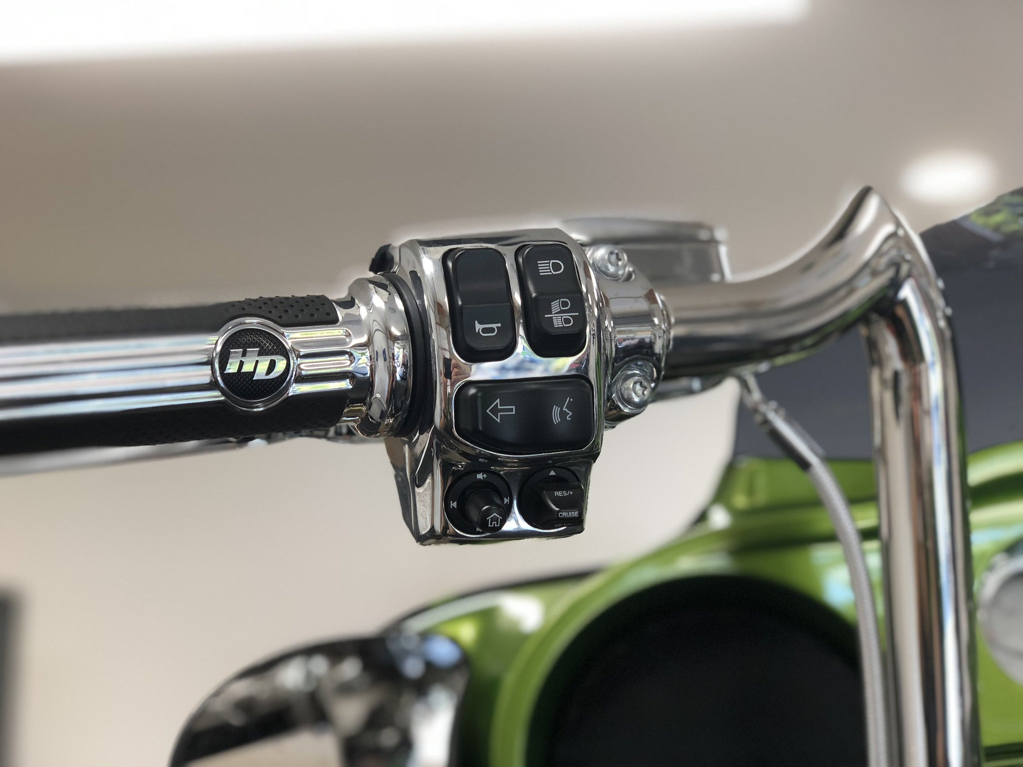 Do our Sony Plug & Play Bundles Maintain Harley-Davidson® Factory Handlebar Controls?