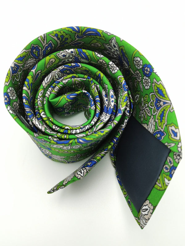 Greenery in Motion tie rolled zoom