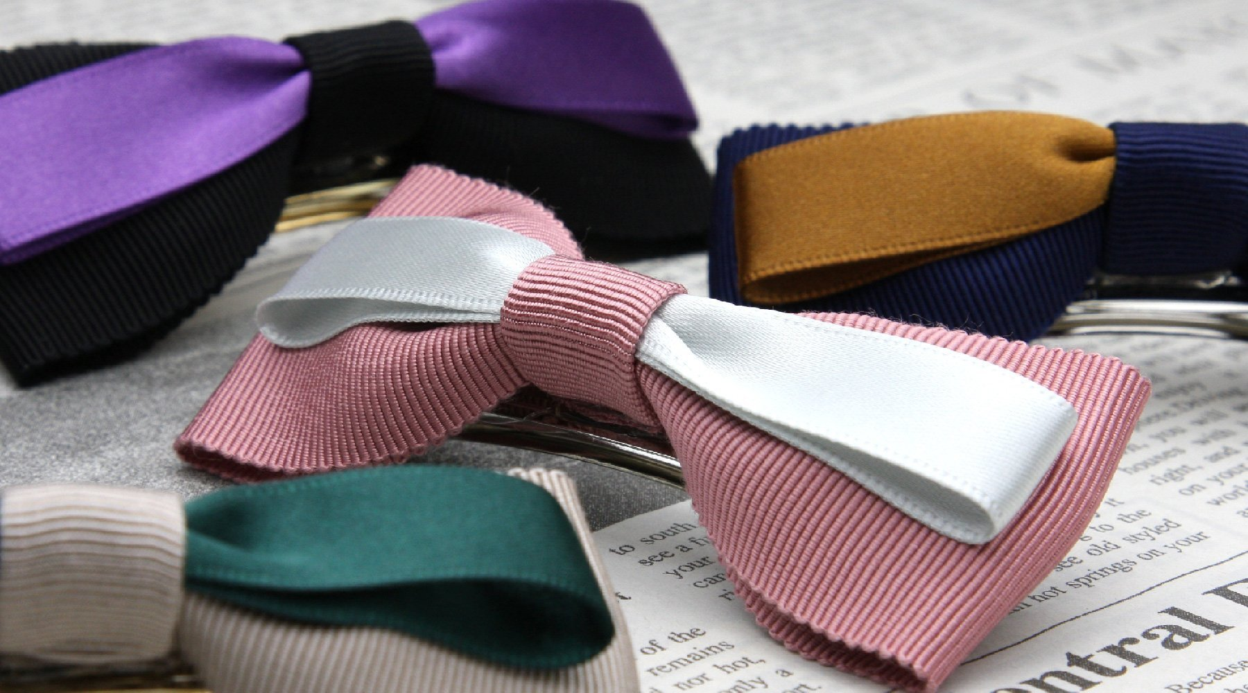 Ribbon type hair clasp made with grosgrain ribbon and satin ribbon