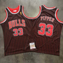 95-96-rouge-rayures-maillot-pippen-bulls-33
