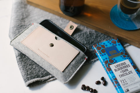 iphone 12 wallet made of felt and natural leather