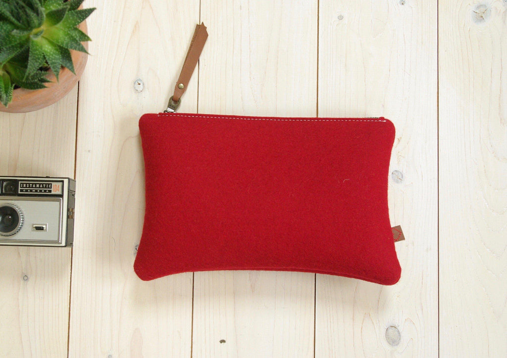 Pencil case in red wool felt with zipper Dutch design