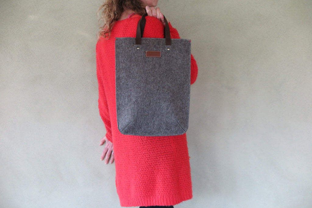 BASIC WOOL felt laptop bag for daily use in sandbrown