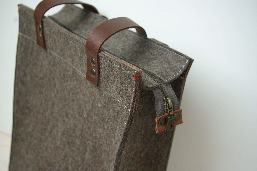 FUNCTIE - Vilten laptoptas | Shopper XL | Zandbruin | Rits | Man - Westerman Bags vilten tassen en hoezen. Dutch Design.