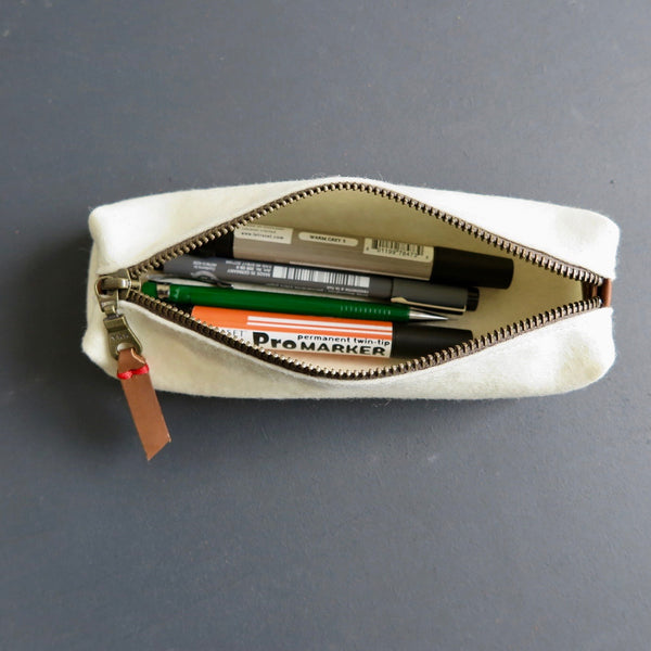 VILTEN ETUI felt pencil case in offwhite - minimalist dutch design