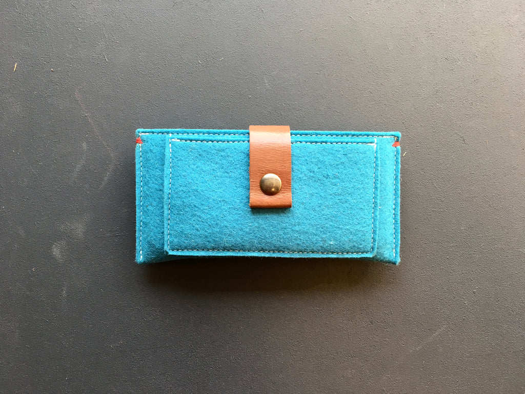 CONTRAST - iPhone wallet vilt | OCEAN BLUE - Westerman Bags vilten tassen en hoezen. Dutch Design.