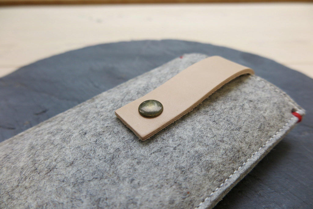 iPhone 11 pro max felt case with leather closure
