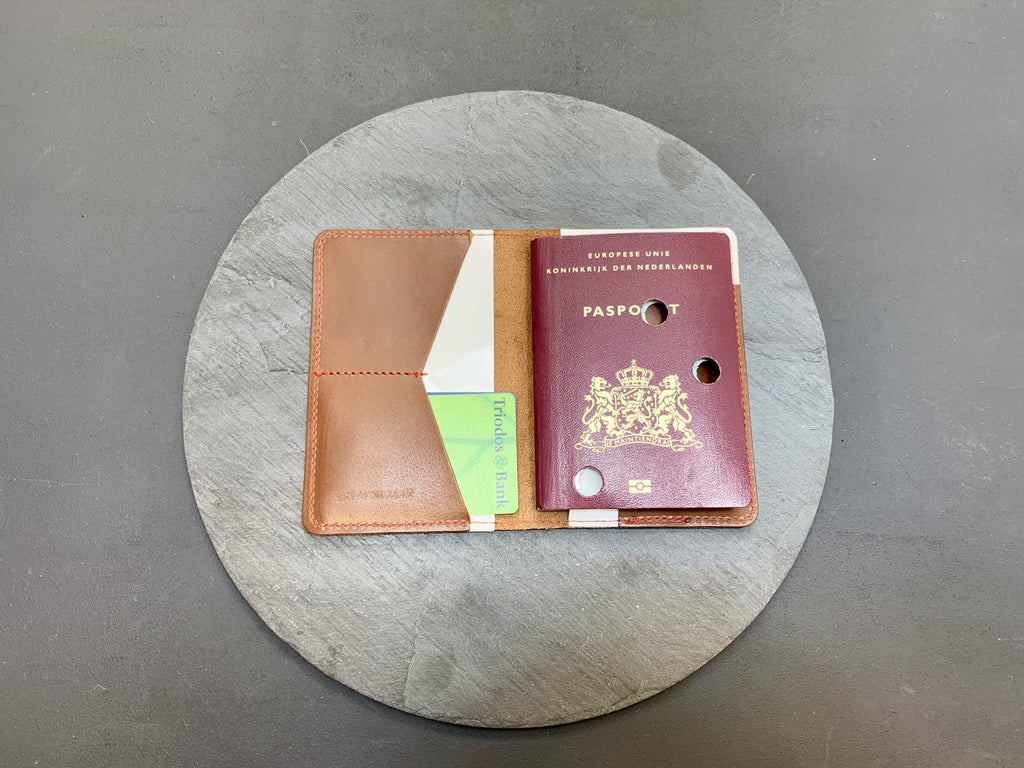 NOWASTE design - full grain leather passportholder