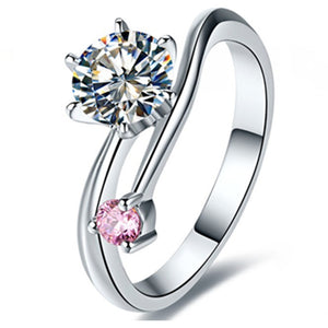 CERTIFIED 1.0 CT BELLA DIAMOND™ ROUND SOLITAIRE RING PLATED IN PT950 PLATINUM WITH PINK SIDE STONE