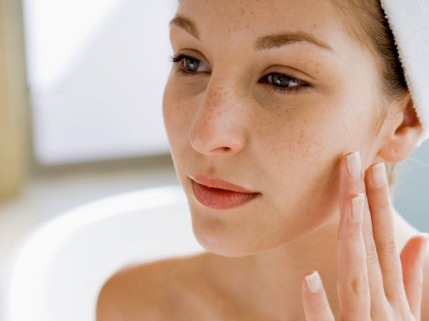 5 Anti-Aging Ingredients Sensitive Skin Can Use Without Irritation