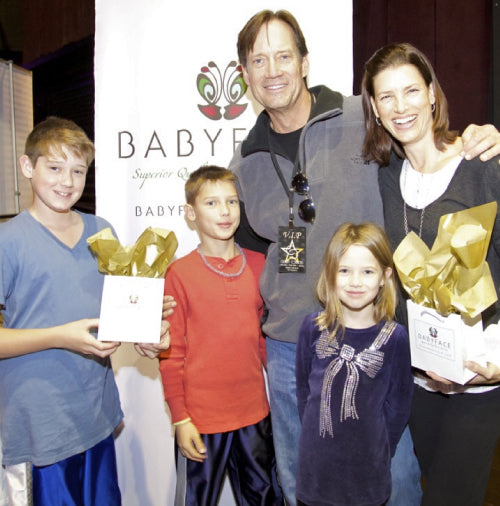 Kevin Sorbo and family at the 2013 american music awards with babyface skin care gift bags