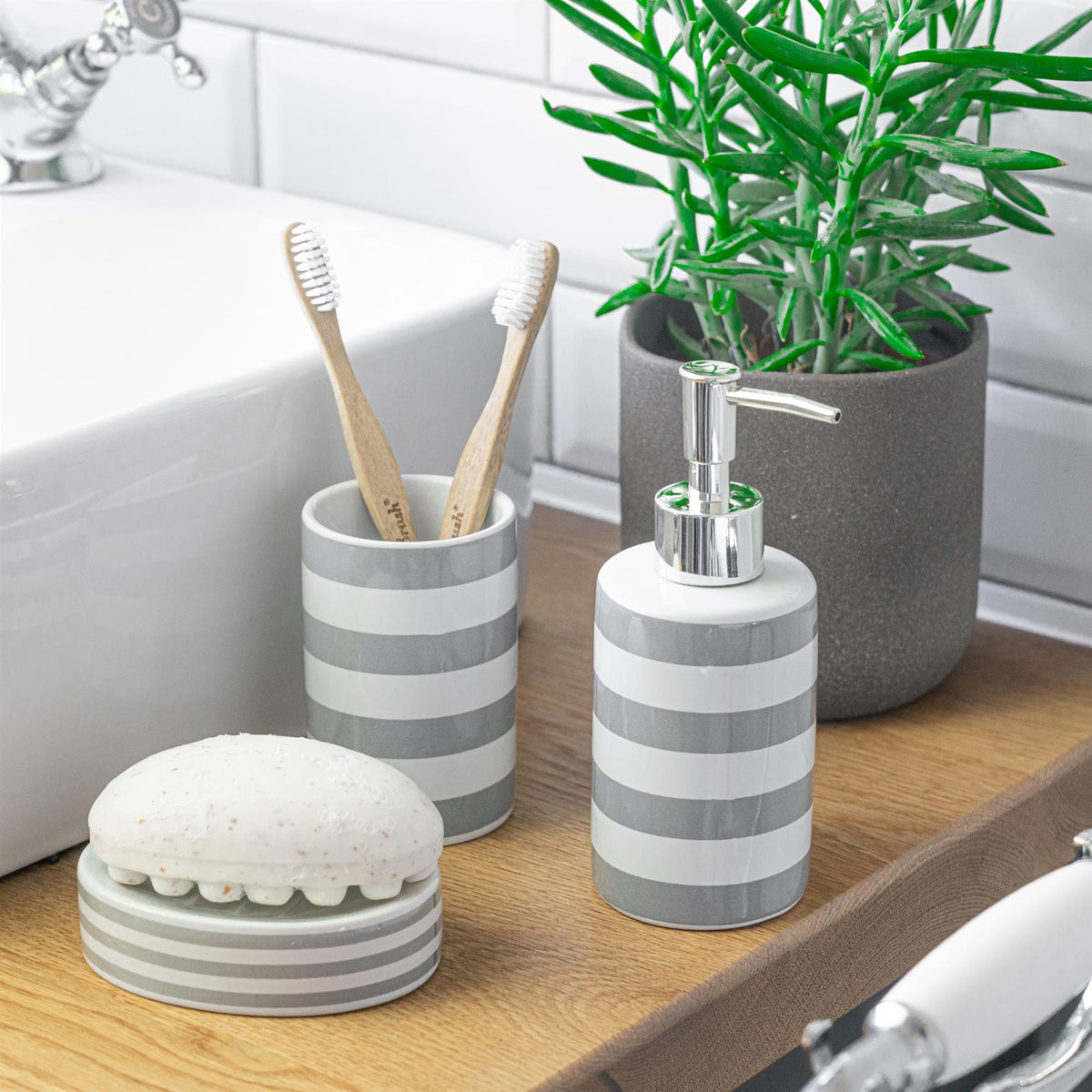 Harbour Housewares Ceramic Soap Saver Dish - Grey Stripe