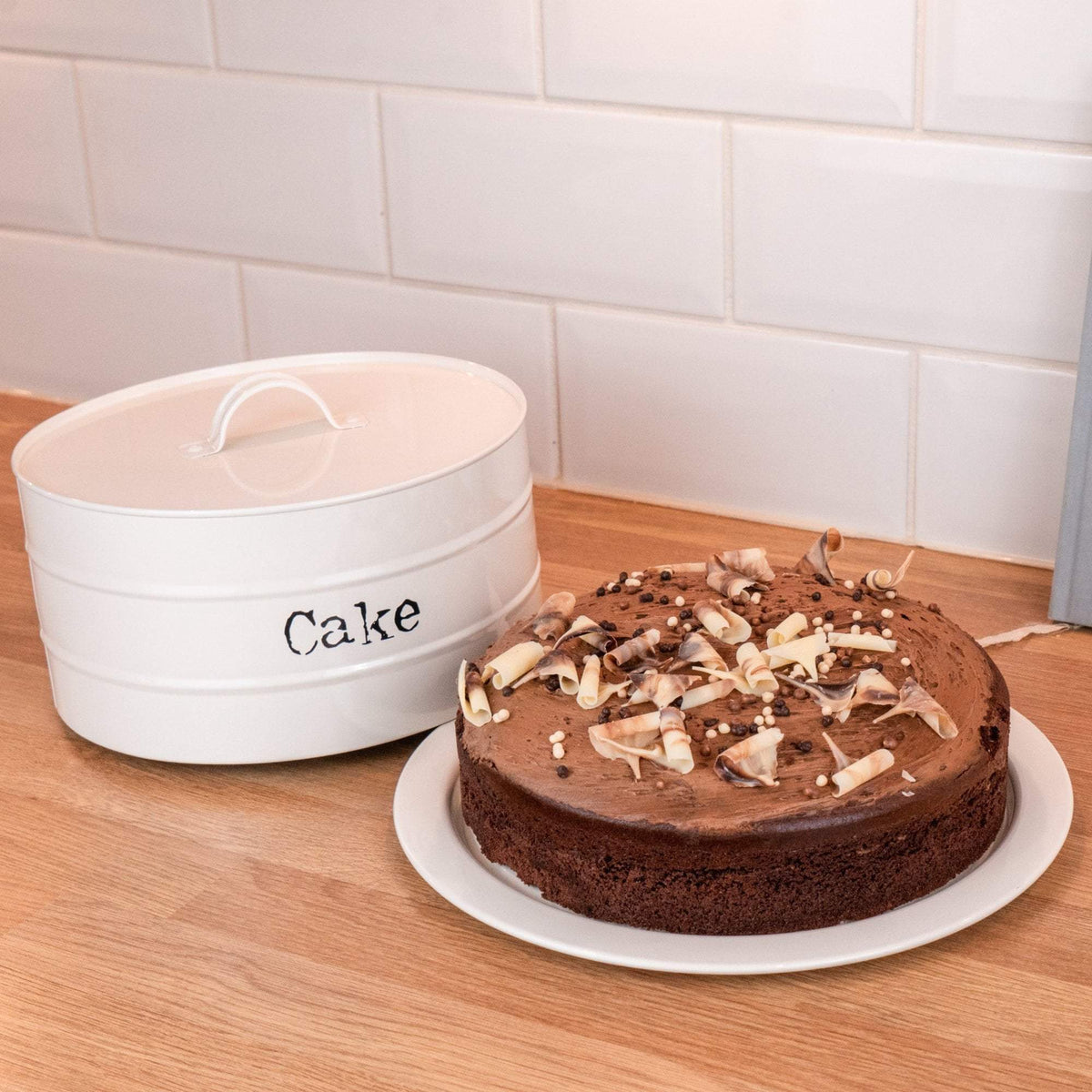 Harbour Housewares Metal Cake Tin - Cream