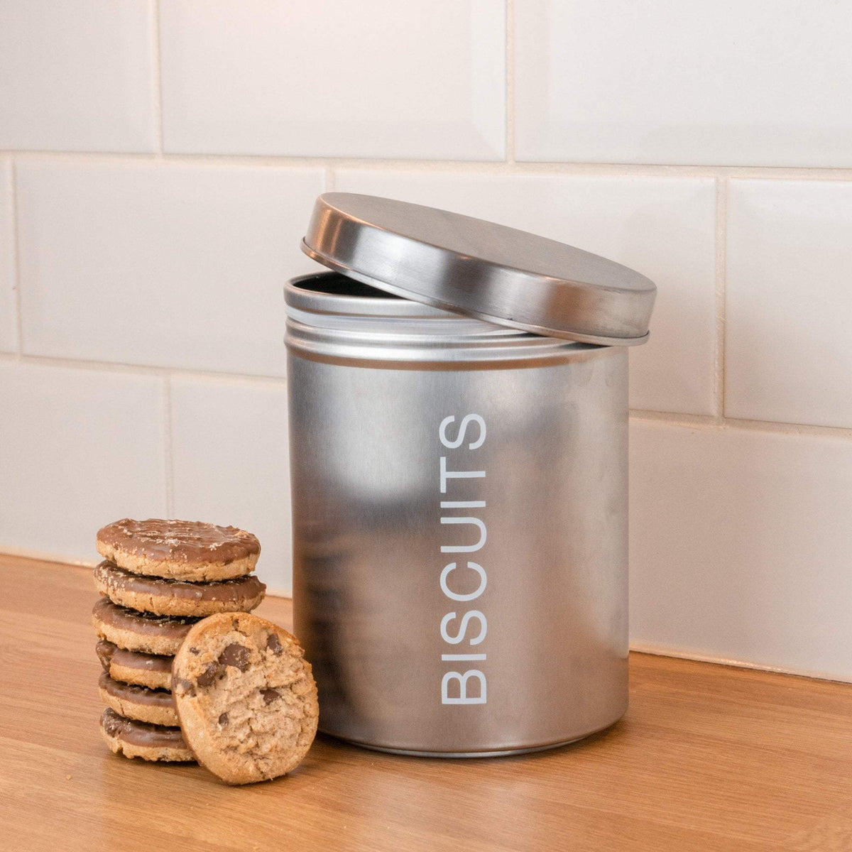 Harbour Housewares Metal Biscuit Tin - Silver