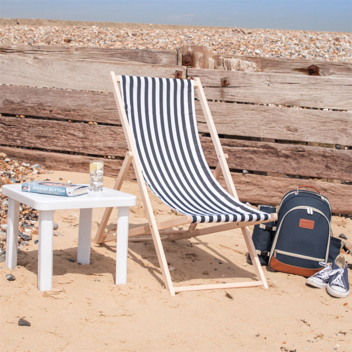 Harbour Housewares Beach Deck Chair - Black/White Stripes