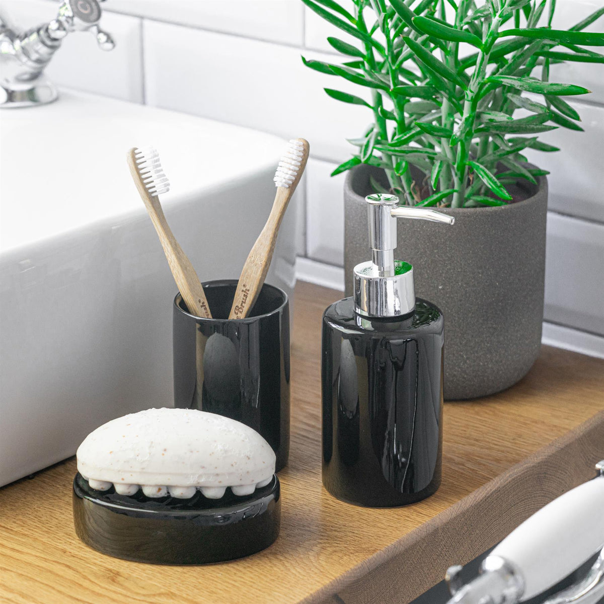 Harbour Housewares Ceramic Soap Dispenser - Black