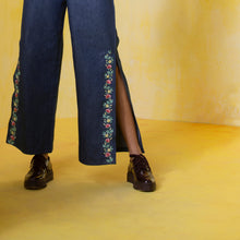 Retro Embroidered Slit Denim