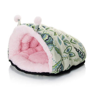 Soft Warm Winter Sleeping Bag for Cats and Small Dogs. Wear-resistant.