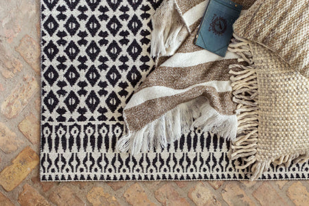 Pull the Rug Out: Five Tips for Buying A Vintage Rug