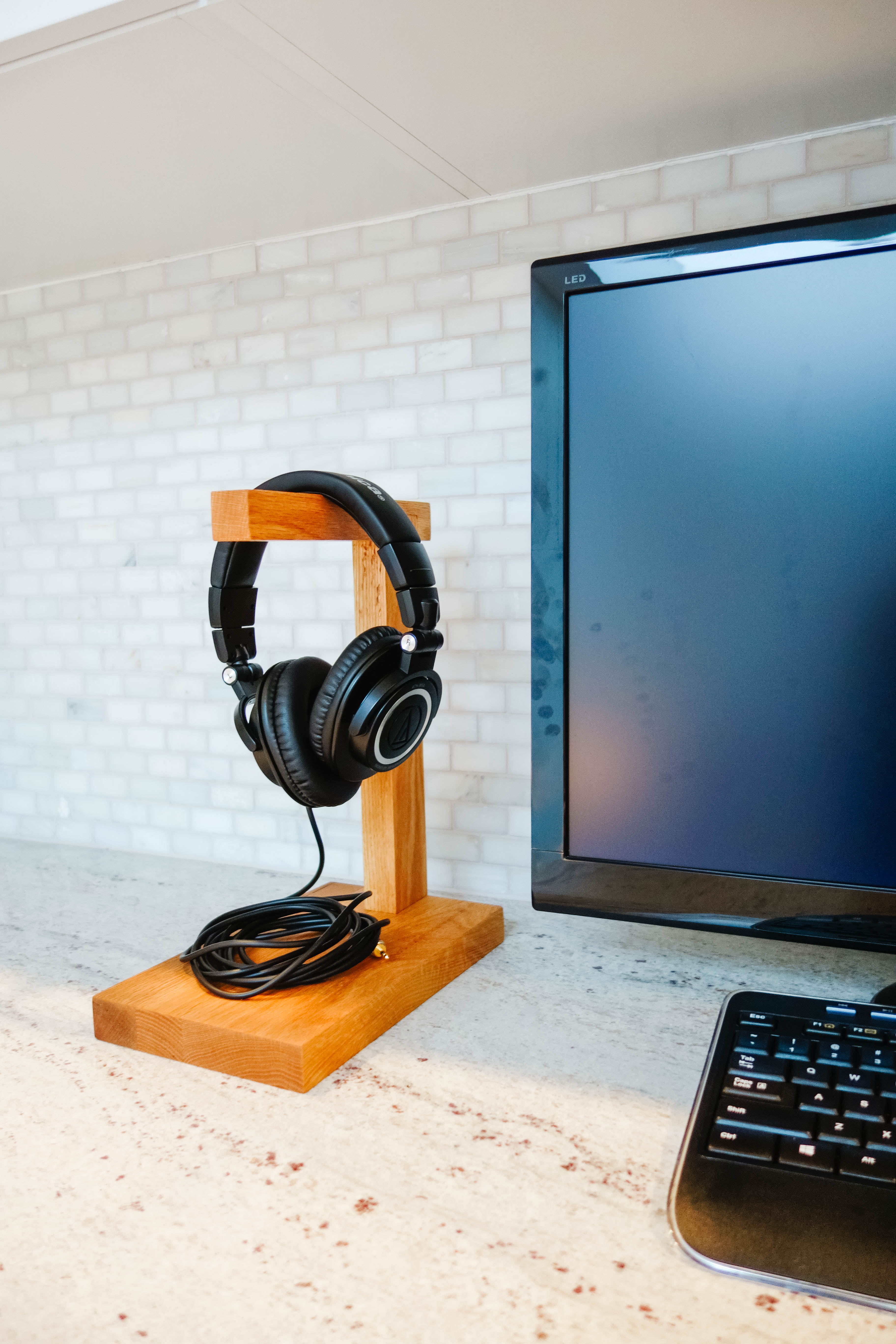 Wood headphone stand