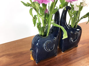 elephant vase / royal blue