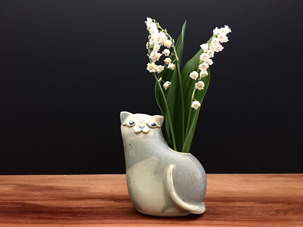 kitty cat vase / antique jade