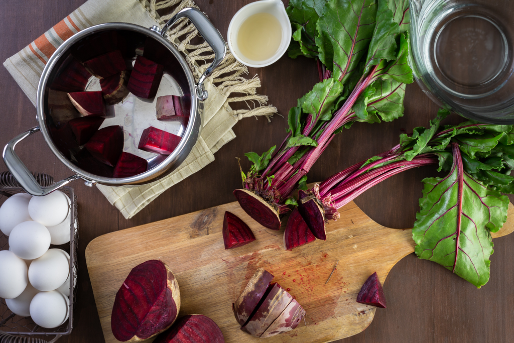 Naturally dyeing at home with beetroot