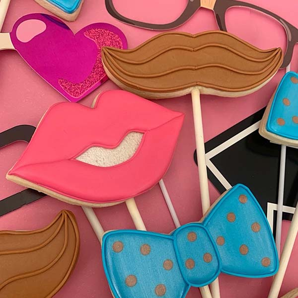 Party Cookie Pops by Cookie Couture (makes 24 cookie pops)