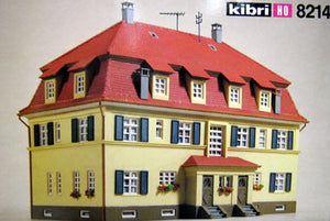 Kibri 8214  Semi-Detached Home - The Scuderia 46