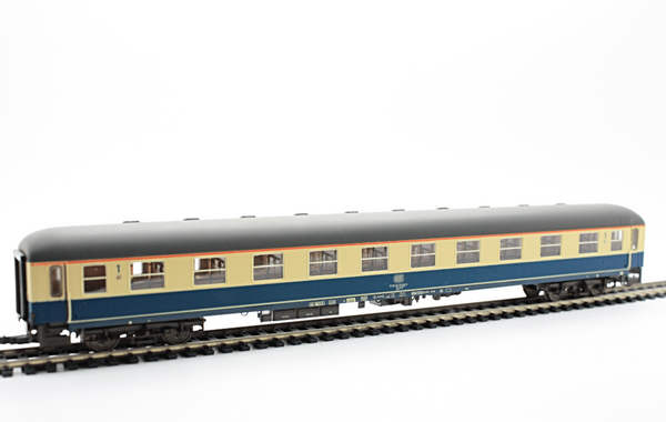 Roco 44747  DB Express Passenger wagon 1st class car - The Scuderia 46