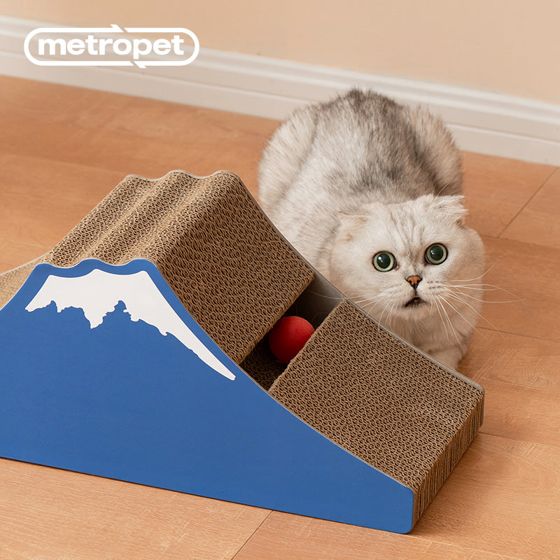 METROPET MOUNT FUJI CAT SCRATCHER WITH TOY BALL