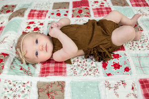 christmas-theme-newborn-photos-baby-girl-on-colorful-quilt