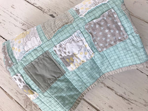 gender-neutral-baby-quilt-for-new-moms