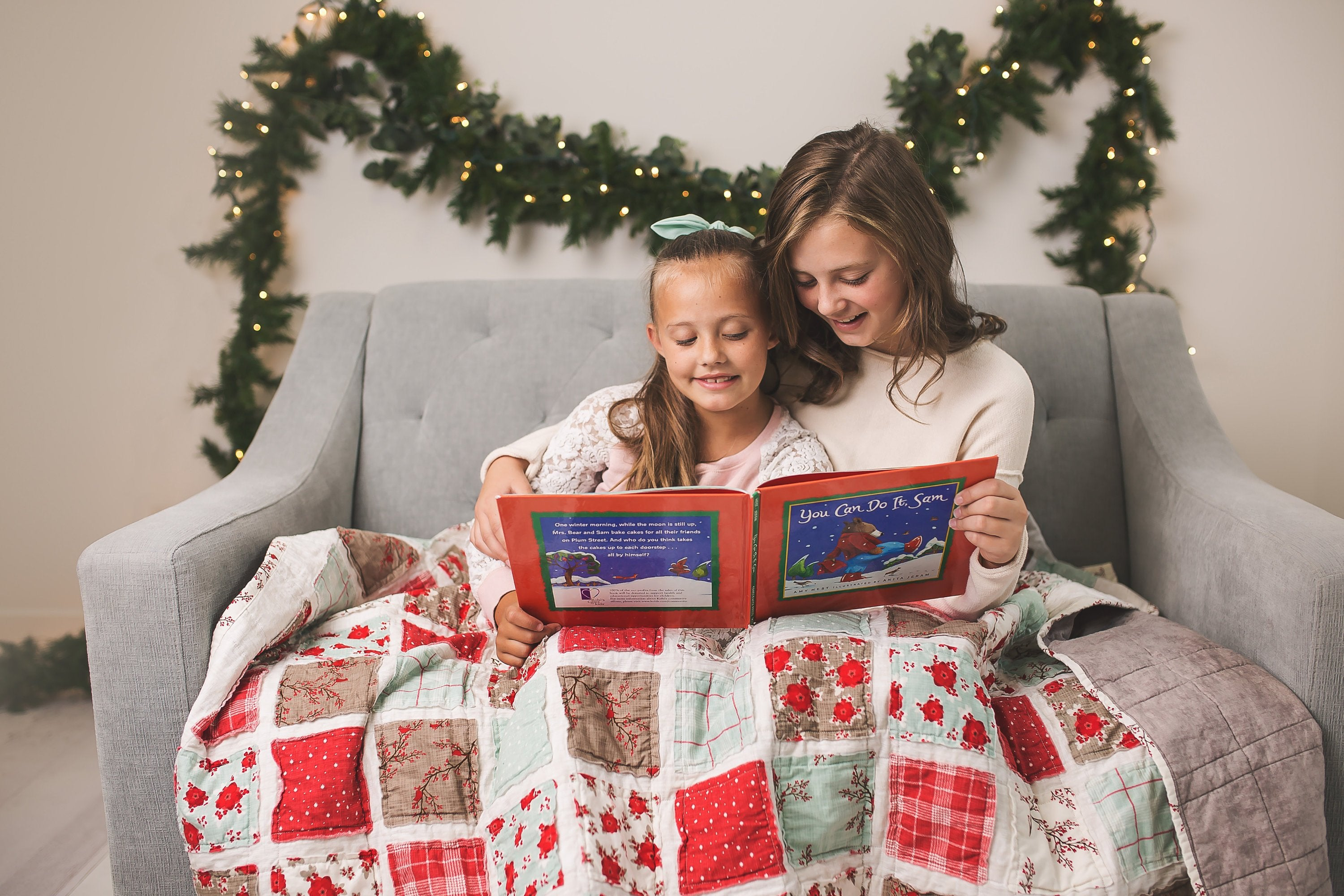 top-holiday-gifts-mother-daughter-yuletide-storytelling-snuggles-christmas-decor-matching-pjs