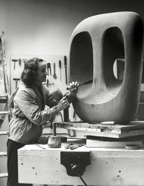 バーバラ・ヘップワース Barbara Hepworth in the Palais de la Danse studio