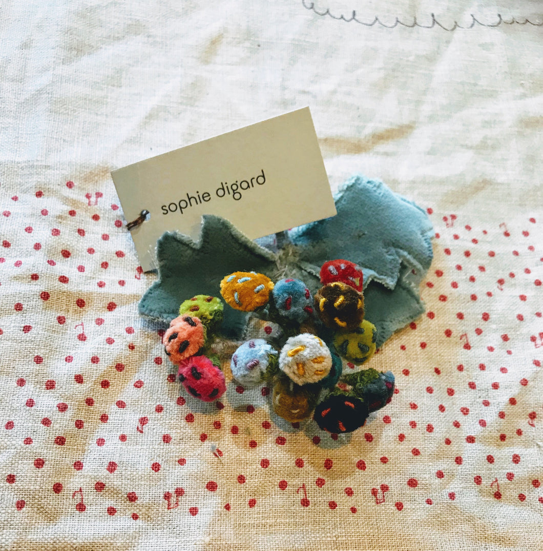 Sophie Digard berries merino brooch - 07
