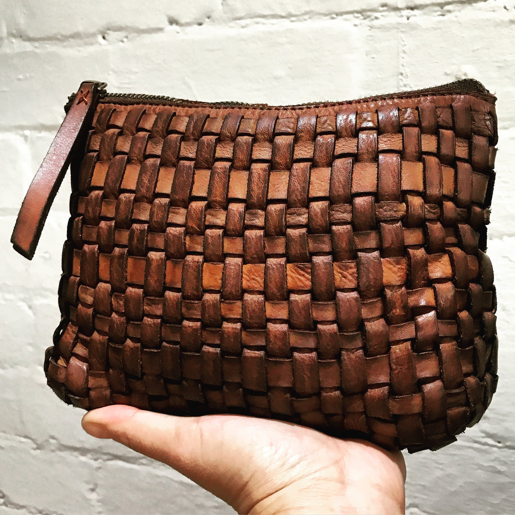 FLORENCE Weave leather small pouch by Juju & Co
