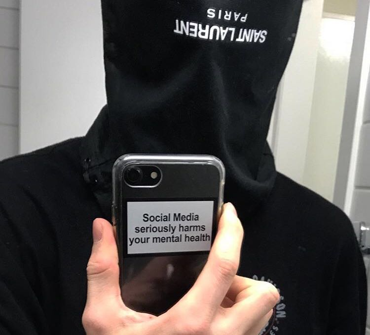Social media seriously harms your mental health Phone Case