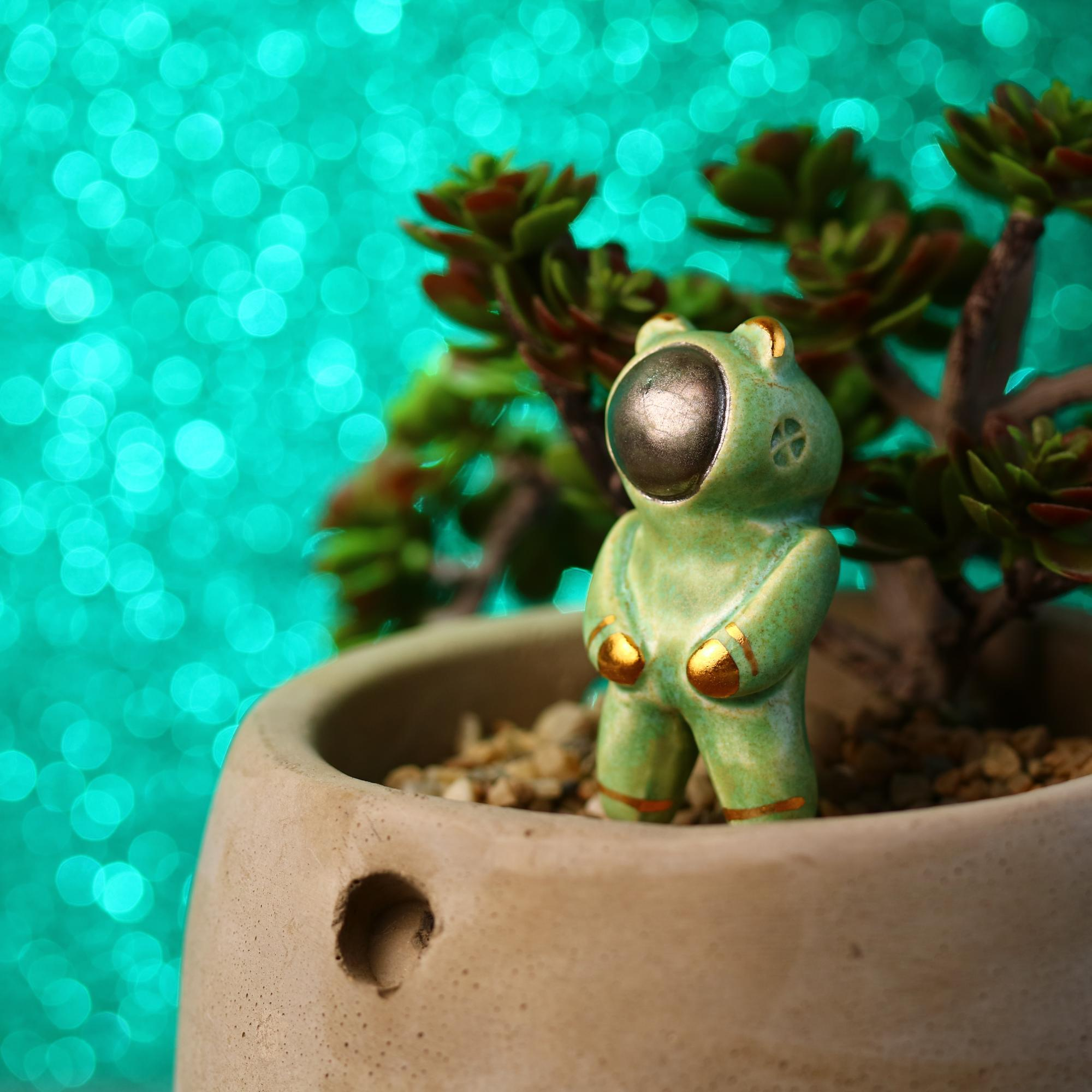 Planter Bearnaut Figurine