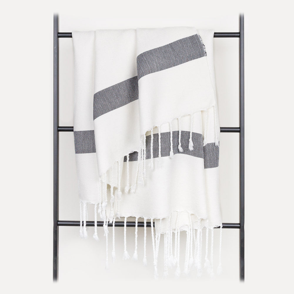 Bataneya Throw - White