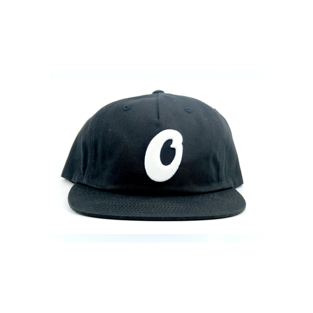 SCRIPT O 5 PANEL STRAPBACK HAT (BLACK)