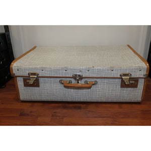 Antique Suitcase - Trestina