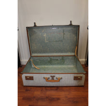 Load image into Gallery viewer, Antique Suitcase - Trestina