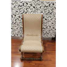 Load image into Gallery viewer, Clara - Wooden Vintage Chair - Trestina