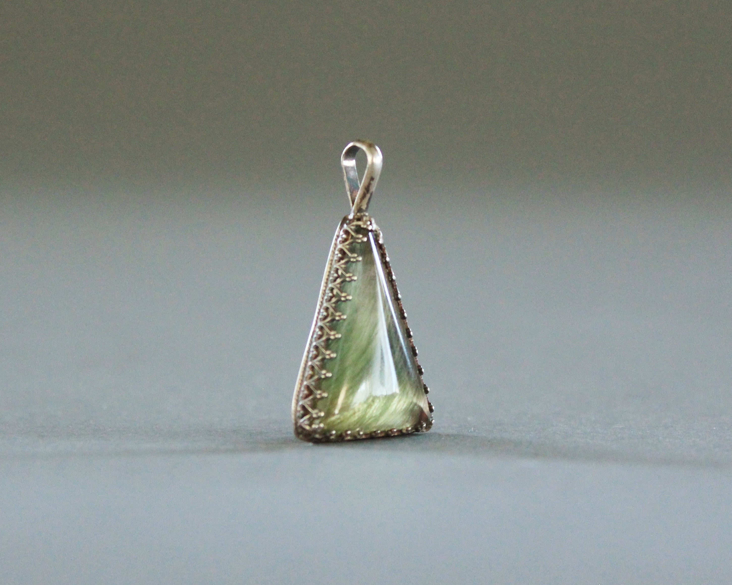triangle green quartz crystal necklace