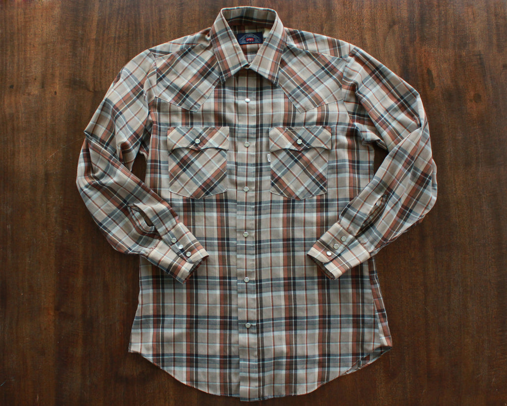Lightweight plaid shirt with pearl snaps by Levi's size medium