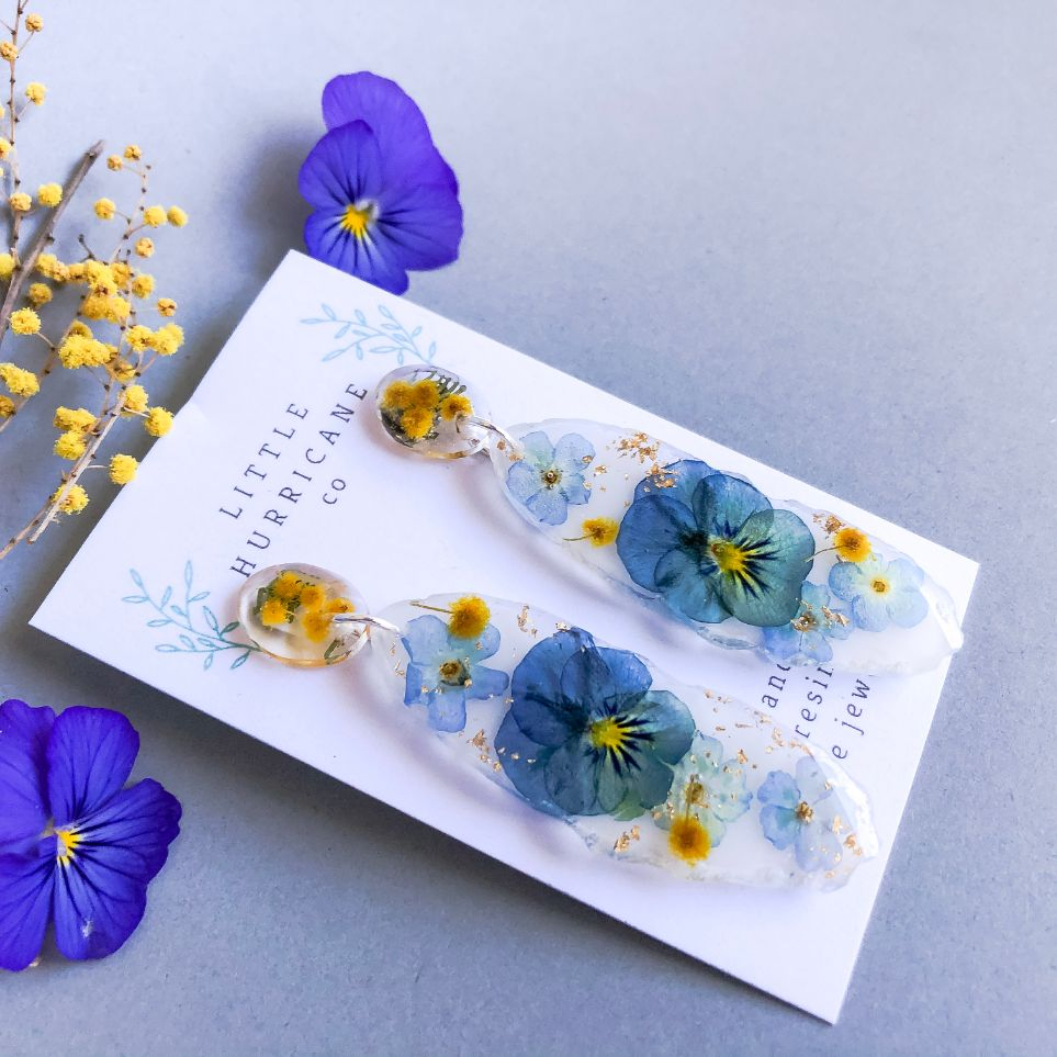 Viola & Forget me not on white Geode
