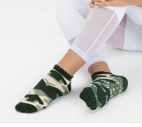 Classic Low Rise Non Slip Grip Socks, Green Camo