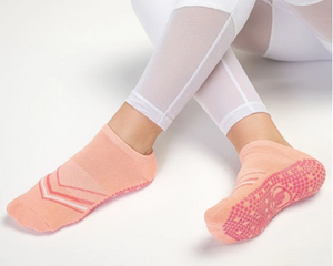 Classic Low Rise Non Slip Grip Socks, Volley Peach