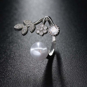 Florian Pearl Statement Ring - Ferosh